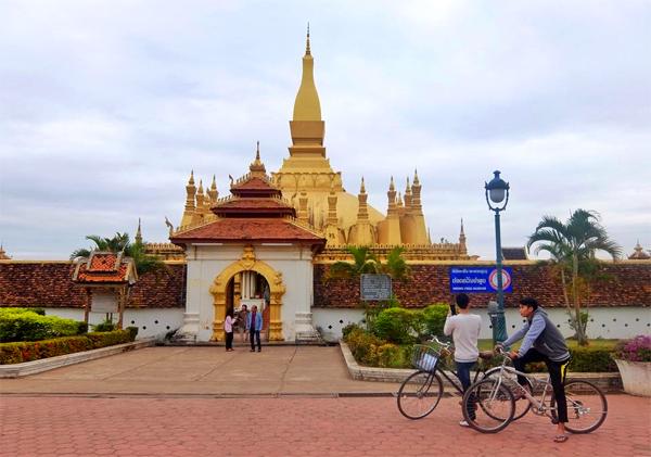 1-ngay-o-Pha-That-Luang