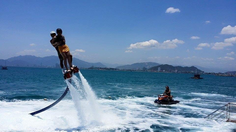 People-play-Flyboard-in-Nha-Trang