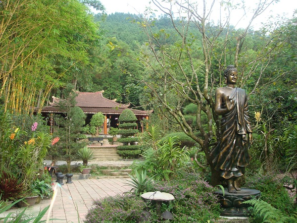 The-peace-in-the-campus-of-Huyen-Khong-Son-Thuong-Pagoda-1