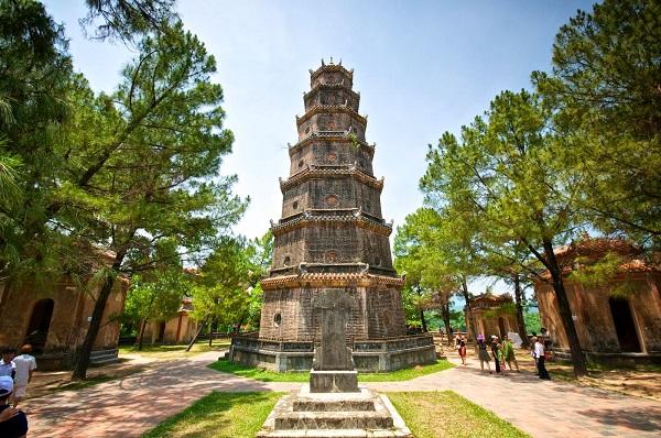 The-unique-architecture-of-Thien-Mu-Pagoda-1
