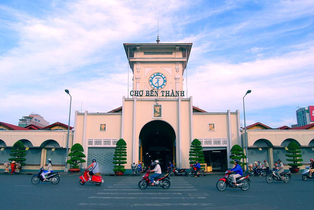 Ghé thăm chợ Bến Thành khám phá lối sống đặc trưng của người Sài Gòn