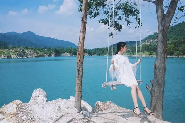 """Hồ đá xanh Vũng Tàu – Điểm sống ảo đầy """"ma mị"""" cho giới trẻ"""