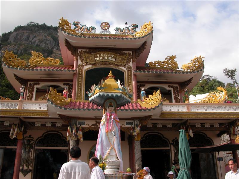 linh-son-thien-thach-pagoda-in-ba-den