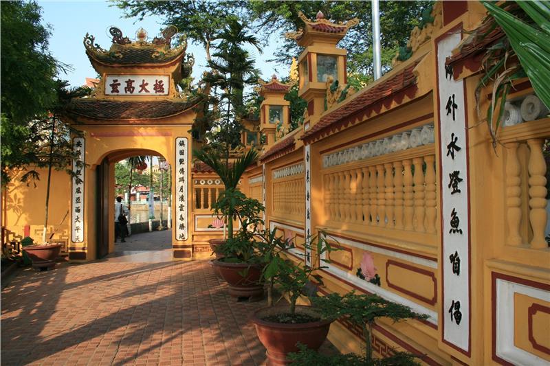 Khám phá chùa Trấn Quốc Hà Nội